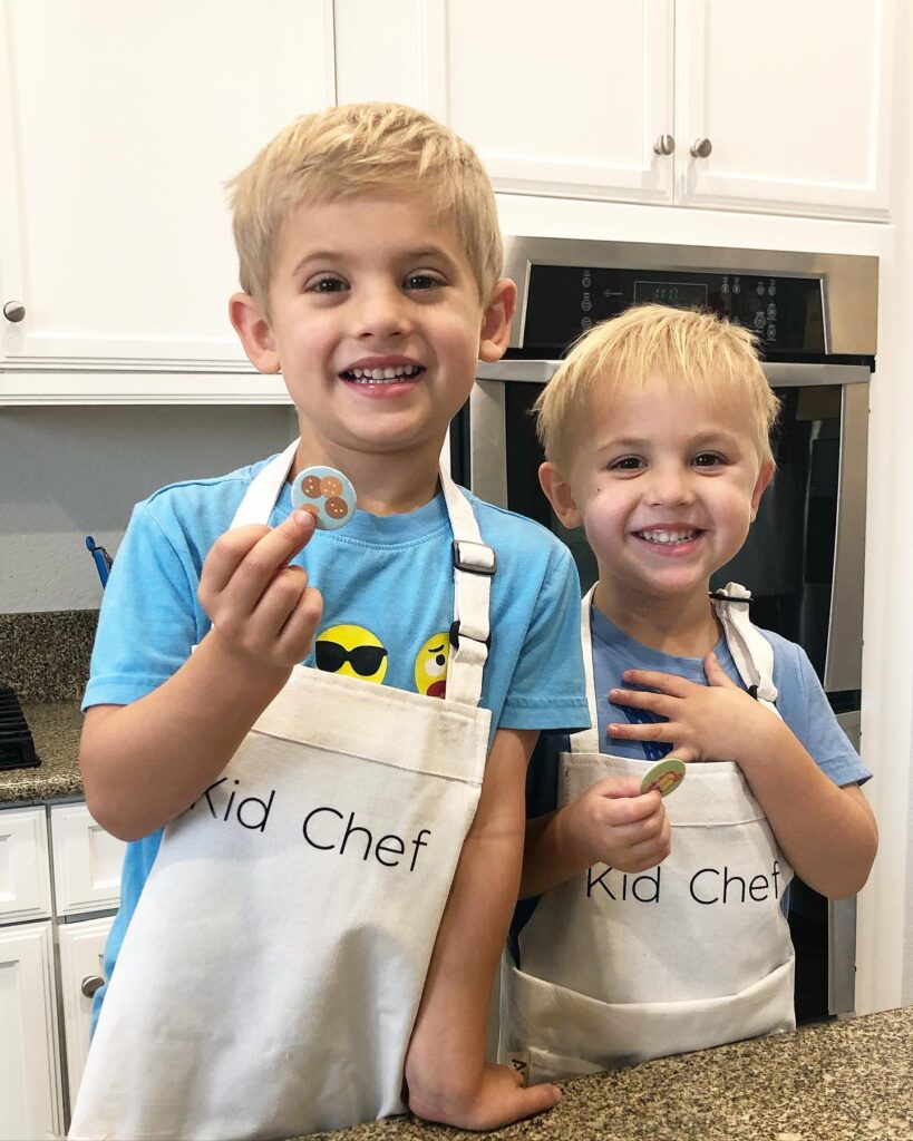 kids cooking with aprons
