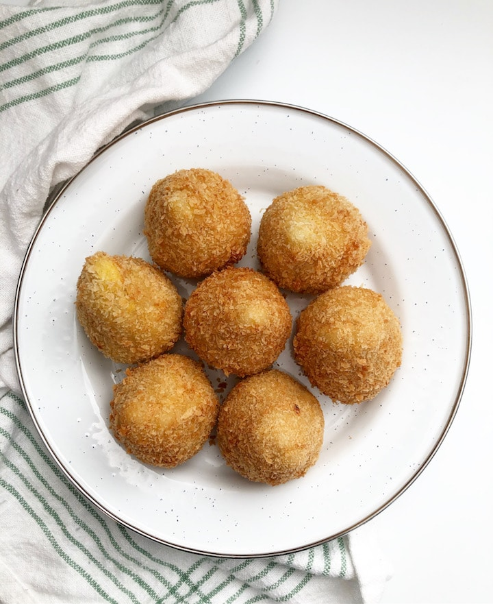 chicken stuffed coxinha